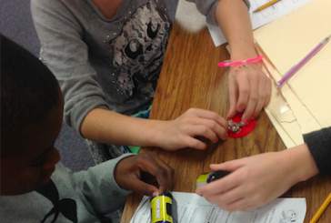 FM fifth graders design games by making circuits
