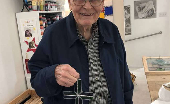 Man rekindles stained glass art hobby with help from The Oaks