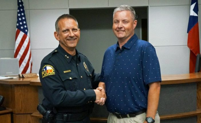 Flower Mound honors officer retiring after 21 years with FMPD