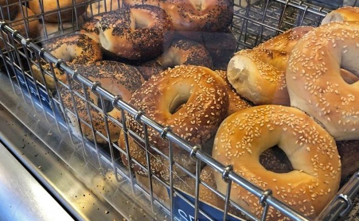 New York-style bagel shop now open