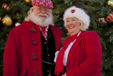 Double Oak couple spreads Christmas cheer